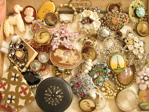 How to Take Care of your Antique Jewellery